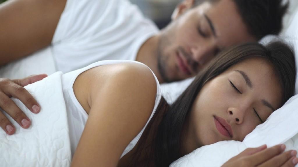 Ο Τρόπος που Κοιμάστε Μαζί με τον Σύντροφό σας Μπορεί να Υποδεικνύει Πολλά για τη Σχέση σας - Εικόνα1