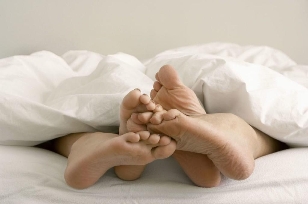 Ο Τρόπος που Κοιμάστε Μαζί με τον Σύντροφό σας Μπορεί να Υποδεικνύει Πολλά για τη Σχέση σας - Εικόνα2